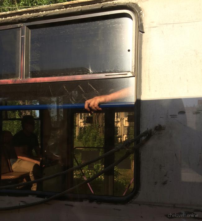 Рука в окне троллейбуса. Библейские мотивы